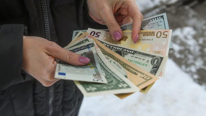 «Доллар скоро 100 рублей»: «уральский пельмень» Вячеслав Мясников написал песню об американской валюте