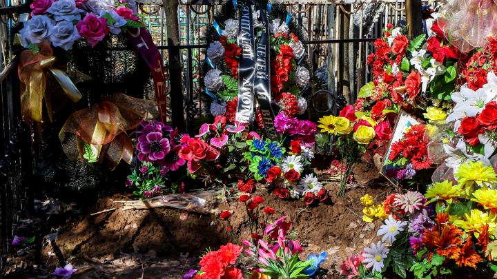 Двух смотрителей закрытого кладбища в Сормове осудят за продажу мест для захоронения