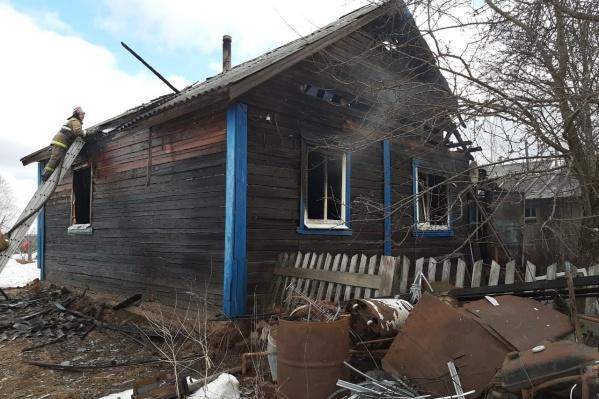 Огонь заметили жители посёлка — пожарным они позвонили еще около 8 утра<br>