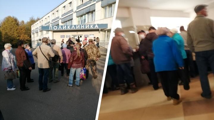 «Издеваются над больными людьми»: в Ярославской области пациенты часами стоят возле поликлиники