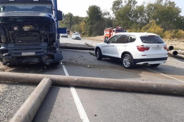 Авария произошла по дороге в Волгоград в Дубовском районе
