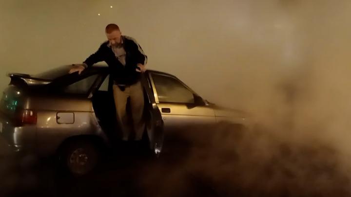 «Горячее» ЧП: в Самаре на Физкультурной авто провалилось вместе с асфальтом