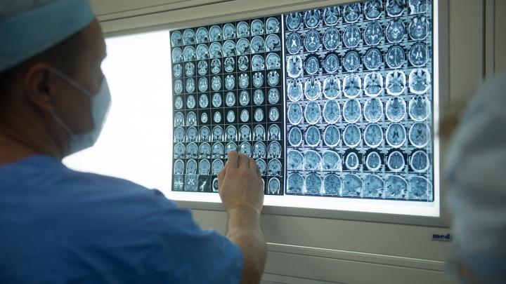 В УГМУ придумали уникальные биоимпланты, которые исправляют оставшиеся после вскрытия вмятины на черепе