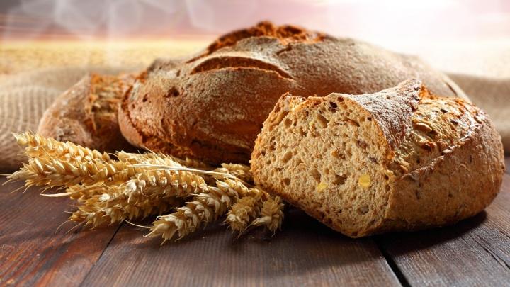 Полезный рацион для дачников: аппетитные колбаски и бездрожжевой хлеб