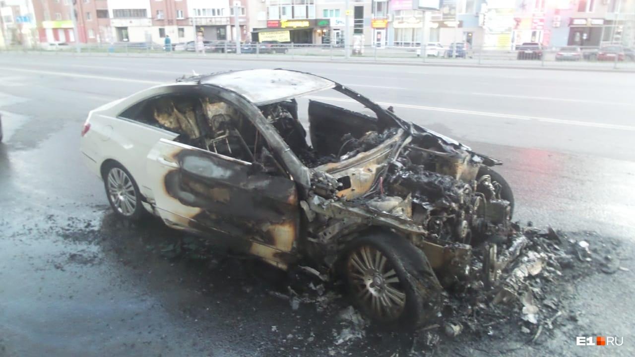 Машина и байк сгорели