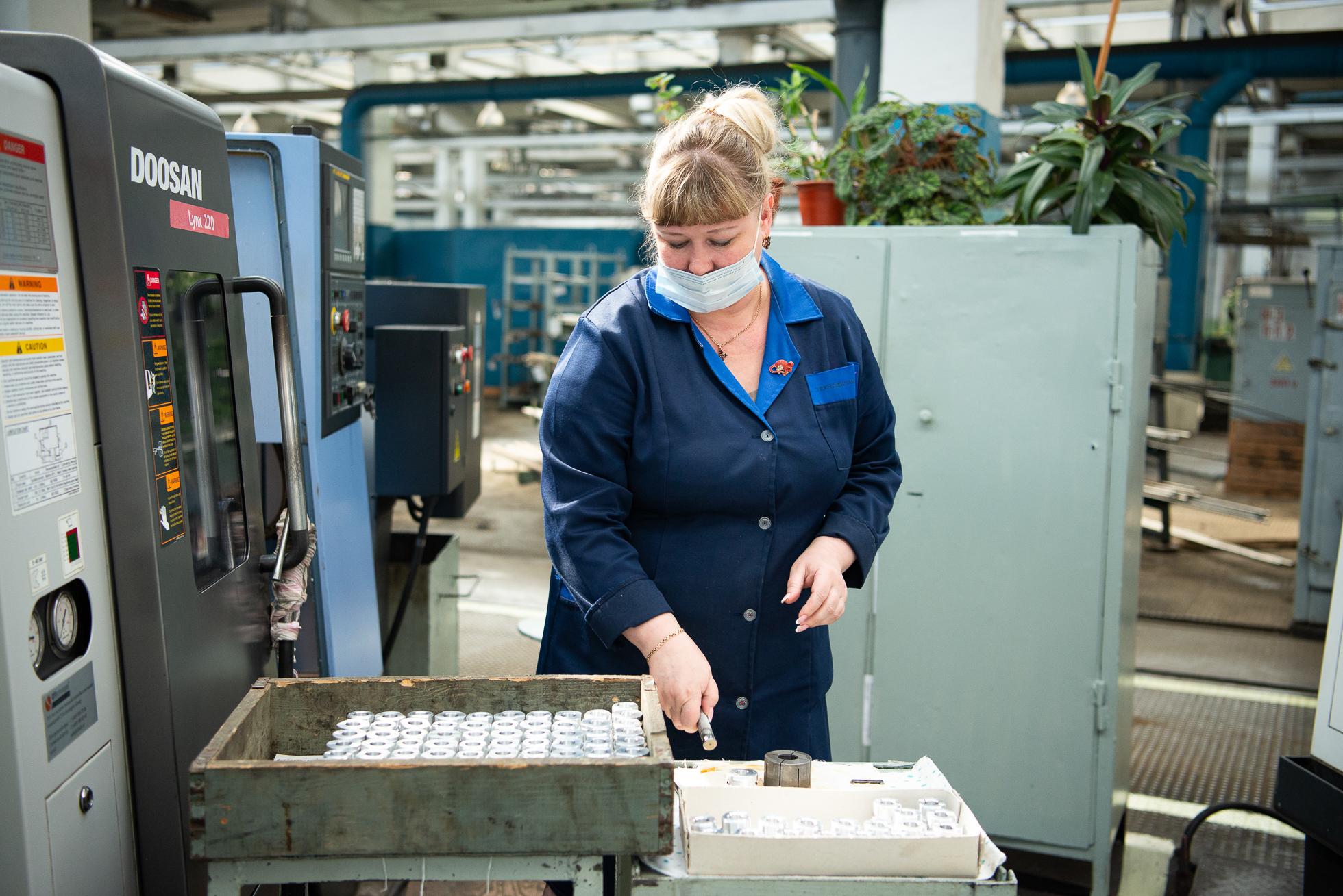 КУЛЗ — достаточно большой завод, на предприятии работает 1600 человек