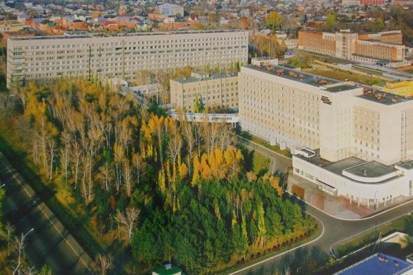 Омские больницы постепенно возвращаются к прежней жизни