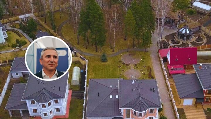 Активисты Навального утверждают, что нашли неизвестное поместье Моора. Смотрим, как оно выглядит