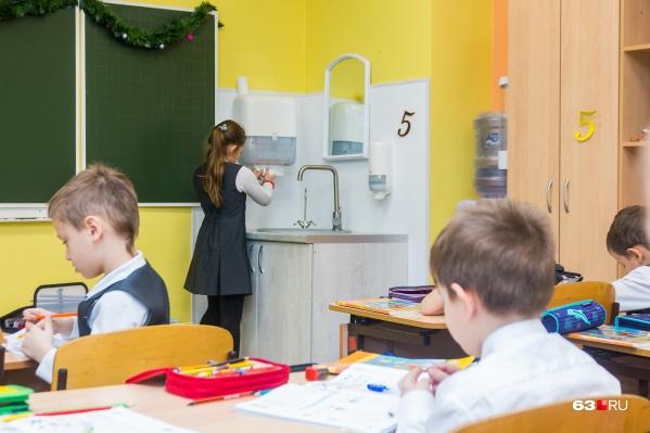 За каждым классом в параллели закреплен отдельный кабинет, как того требуют указания Роспотребнадзора