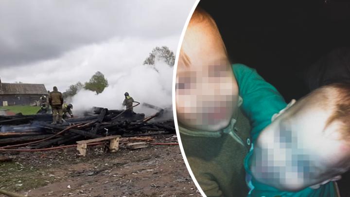 «Дети смотрят на нас»: семья, у которой в пожаре погибли трое малышей, получила новый дом