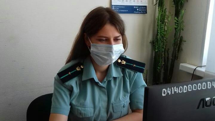 У волгоградки забрали иномарку, выбивая 200 тысяч рублей налогов