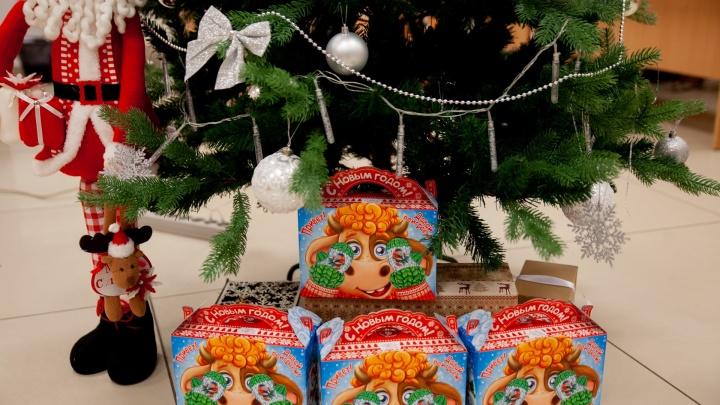 В тюменских детсадах детям выдают бесплатные подарки на Новый год. Почему не всем?