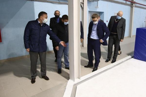 На прошлой неделе центр шорт-трека посетил губернатор Алексей Текслер