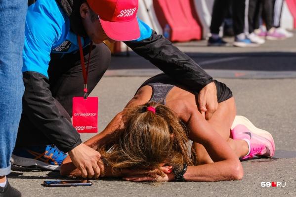 Очень ярко финишировала победительница марафона Луиза Дмитриева