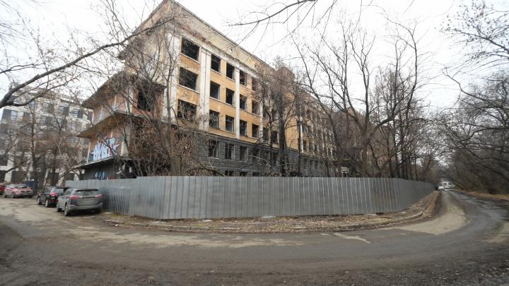 Здание заброшенной больницы в Зеленой Роще выставили на торги за 1 рубль 20 копеек