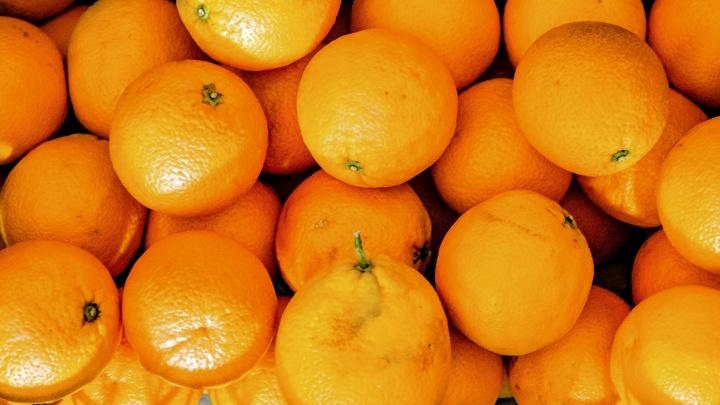 Диетологи назвали 5 фруктов, которые надо есть зимой