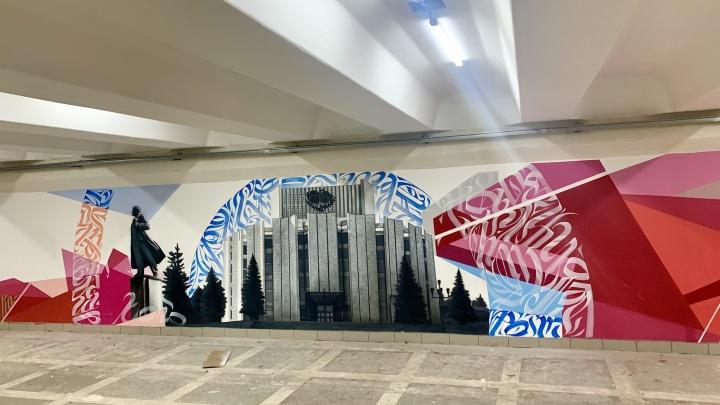 Граффитисты закончили работу в подземном переходе на площади Революции. Вы его не узнаете