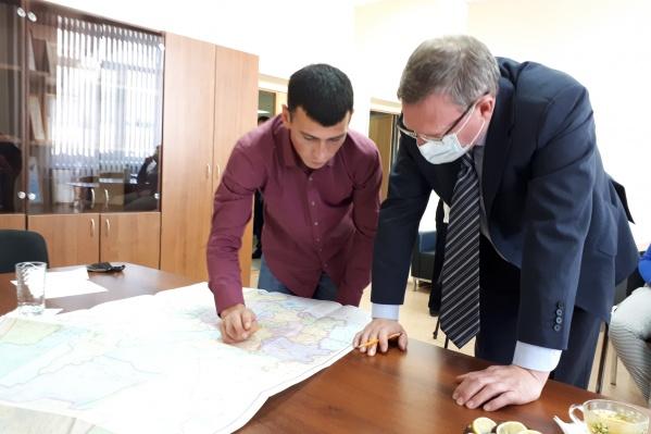 Губернатор Омской области Александр Бурков решил лично встретиться со студентом