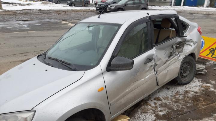 В Архангельске пожарная машина столкнулась с легковушкой