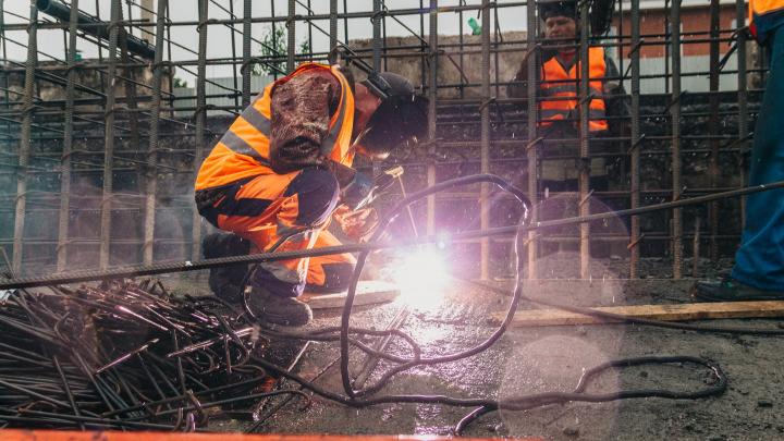 «Плетут паутину из арматуры»: показываем, как строят Фрунзенский мост — 2