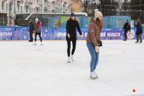 Кататься на коньках в центре будем еще месяц
