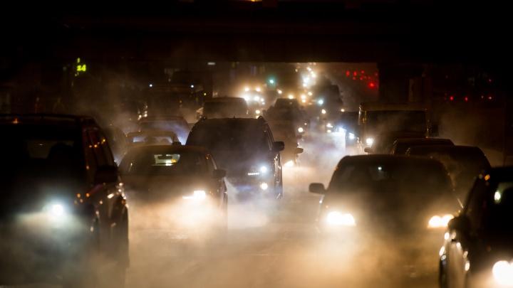 «Город стал похож на кладбище»: что новосибирцы говорят о безопасности дорожных ограждений