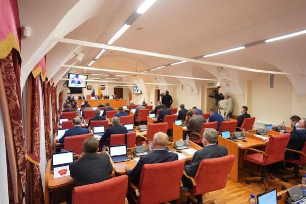 Зачастую в зале для заседаний Яроблдумы собиралось больше 50 человек