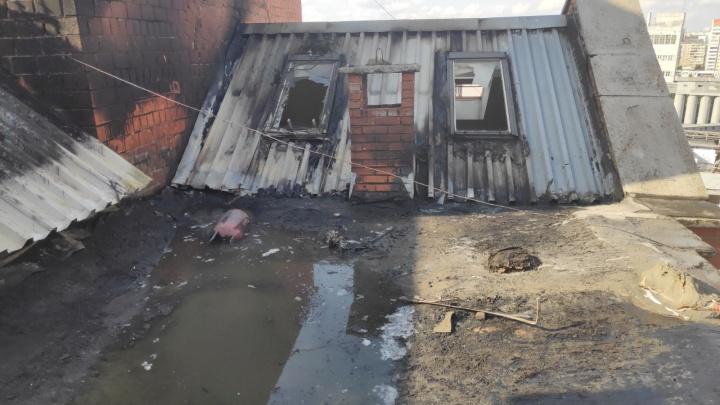 На пожаре в десятиэтажке за «Родником» погиб рабочий-высотник, его помощник в ожоговом центре