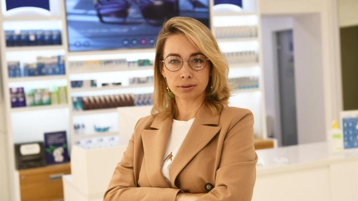 Модный эксперимент: как интервьюер Ольга Чебыкина меняет образы, используя только один аксессуар