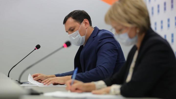 Волгоградцам разрешили ходить в библиотеки и отдыхать на турбазах: всё самое важное с брифинга о коронавирусе