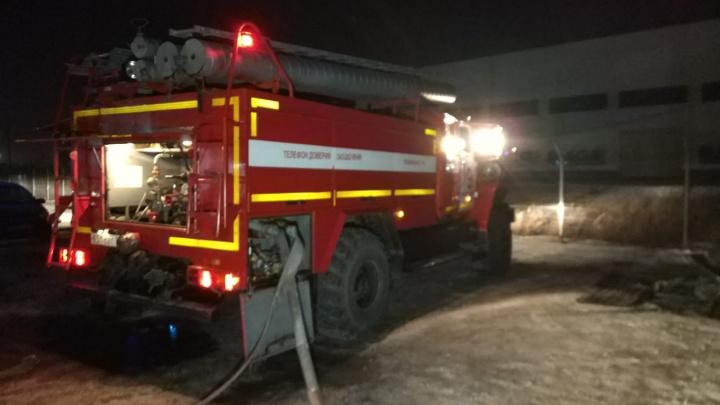 В Екатеринбурге на строительной площадке нового хлебокомбината СМАК случился пожар
