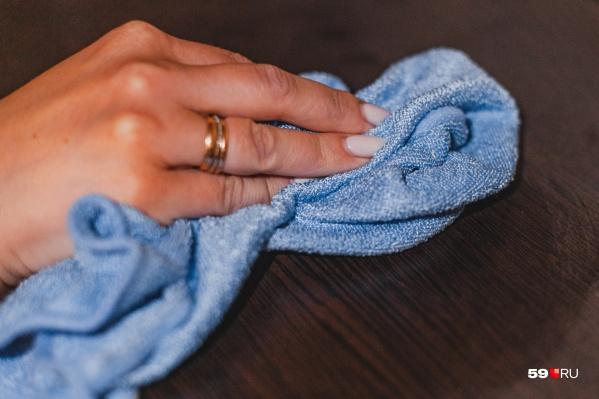 Влажную уборку нужно проводить два-три раза в неделю, а если есть больные родственники — каждый день