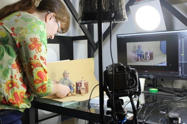 Это фото из студии — так снимали первую часть мультфильма, где дед Опонь рассказывает небылицу