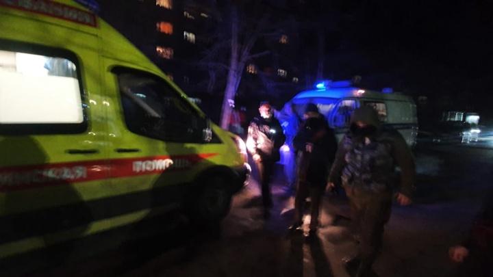 Умер, истекая кровью: в спальном районе Ярославля мужчине перерезали горло