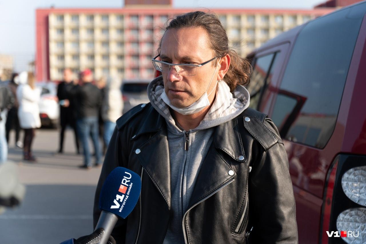 Олег не побоялся рассказать о нападении
