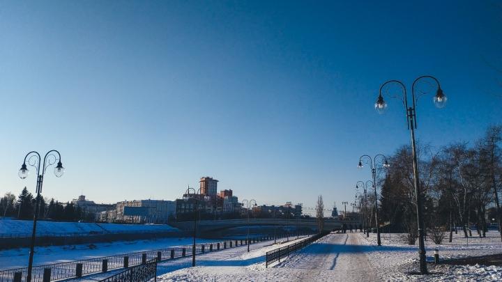 Светильники разбили, а доски переломали: какие нарушения нашли на благоустроенных объектах Омска