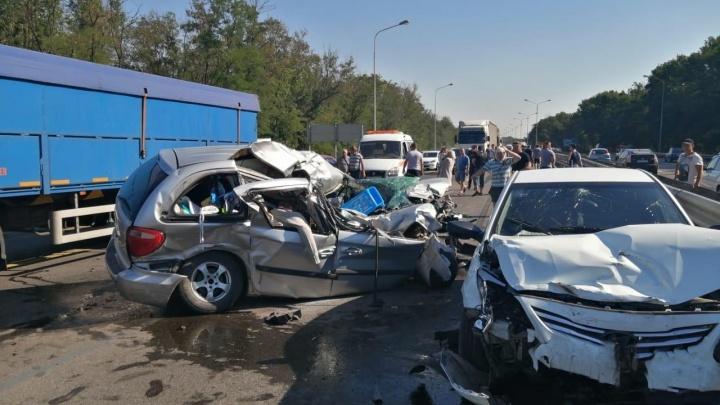 Под Ростовом в ДТП с КАМАЗом и двумя легковушками пострадали семь человек