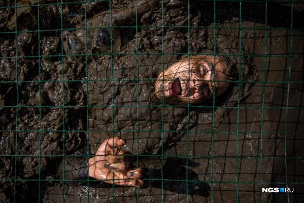 Участники забега не боялись упасть в грязь лицом