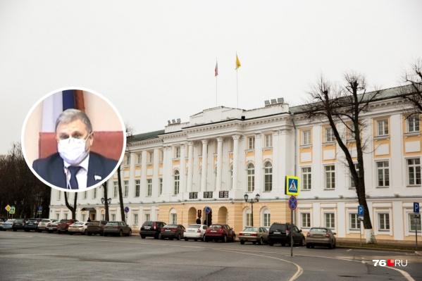 Депутаты Ярославской областной думы провели заседание в масках