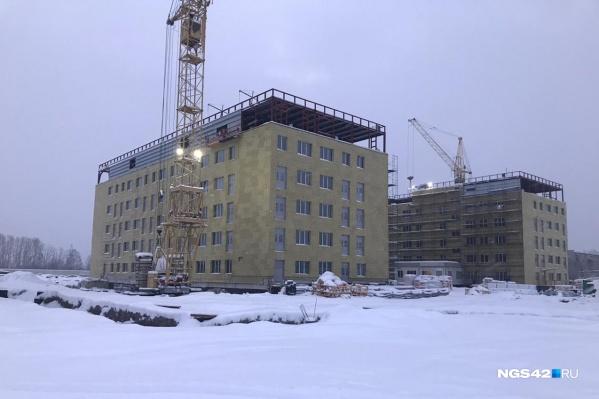 Так инфекционная больница выглядит сейчас. В ближайшую субботу в здание планируют начать подавать тепло в тестовом режиме