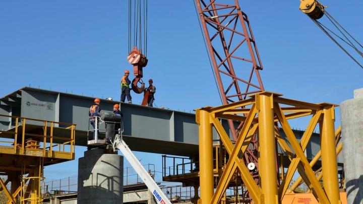 «Претензий к работе нет»: в Кургане начали монтаж пролетов моста ЖБИ