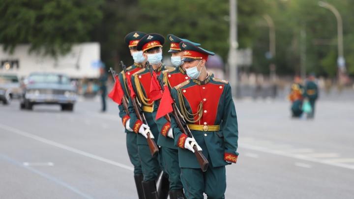 Хроники коронавируса: в Ростове прошла первая репетиция парада Победы
