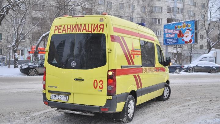 В Екатеринбурге экстренно сел самолет из Омска, на борту которого умер пассажир