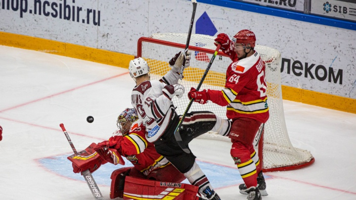 Болели за Салака: в Новосибирске прошёл матч «Куньлунь Ред Стар» — «Динамо» (Рига)