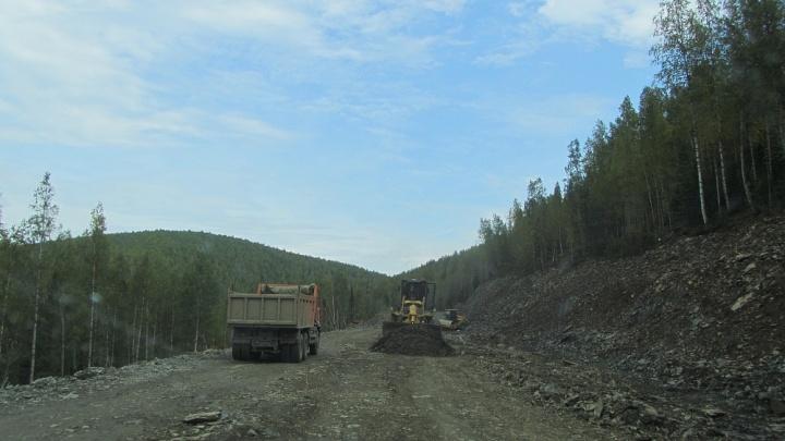Серная кислота все-таки вытекла из грузовика, который перевернулся в Северо-Енисейском районе