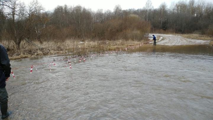 В Ярославской области из-за паводка затопило дорогу