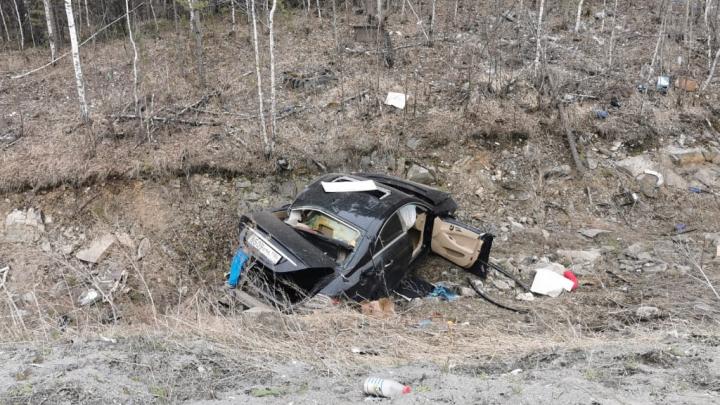 На Серовском тракте спортивный Mercedes на бешеной скорости улетел в кювет