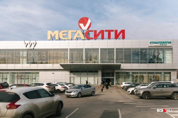 """Владелец «МегаСити» <a href=""""https://63.ru/text/business/68980144/"""" target=""""_blank"""" class=""""io-leave-page _"""">признал</a>, что сделал пристрой без разрешения властей"""