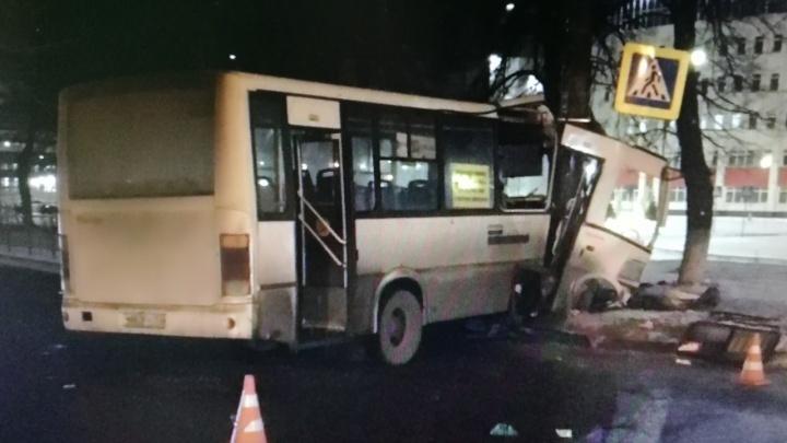Нижегородский водитель, который загнал рейсовый автобус в столб и скрылся, сам пришёл в полицию