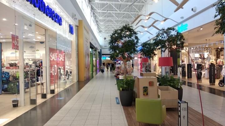 Открылось большинство магазинов: новосибирская «МЕГА» начала пускать покупателей